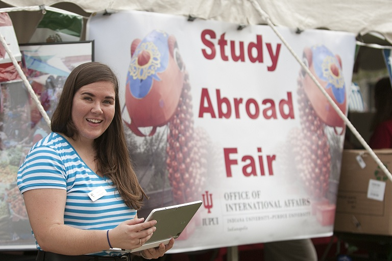 Welcome volunteer at the Study Abroad Fair